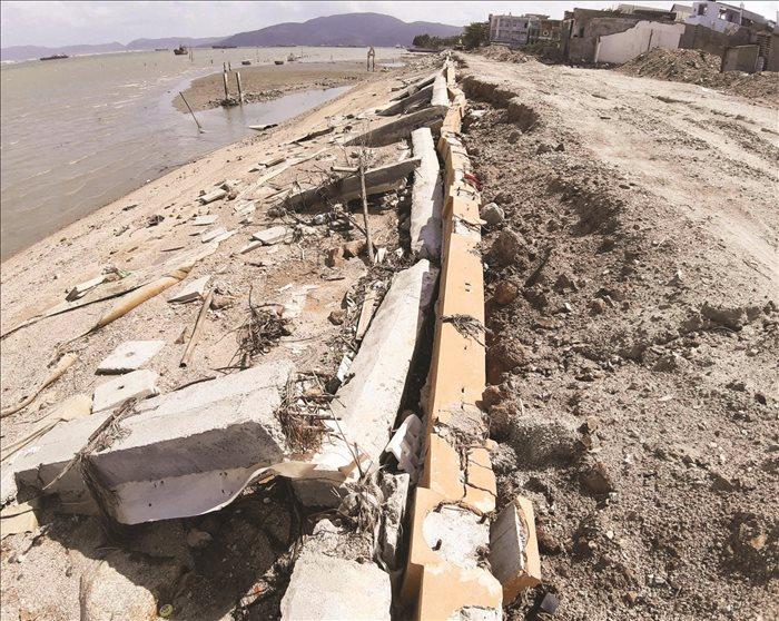 Bình Định: Làm rõ trách nhiệm vụ kè xây chục tỷ, chưa bàn giao đã tan hoang