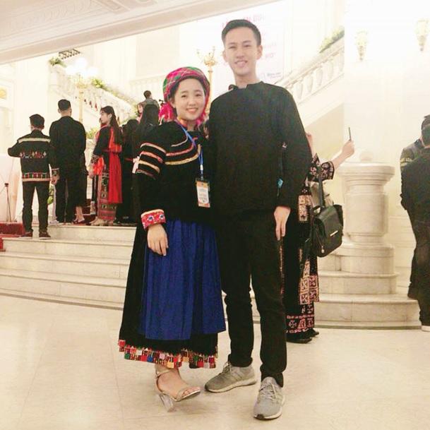 Trương Hồng Hà, nữ sinh người Pu Péo trong Lễ Tuyên dương học sinh, sinh viên xuất sắc, tiêu biểu năm 2018