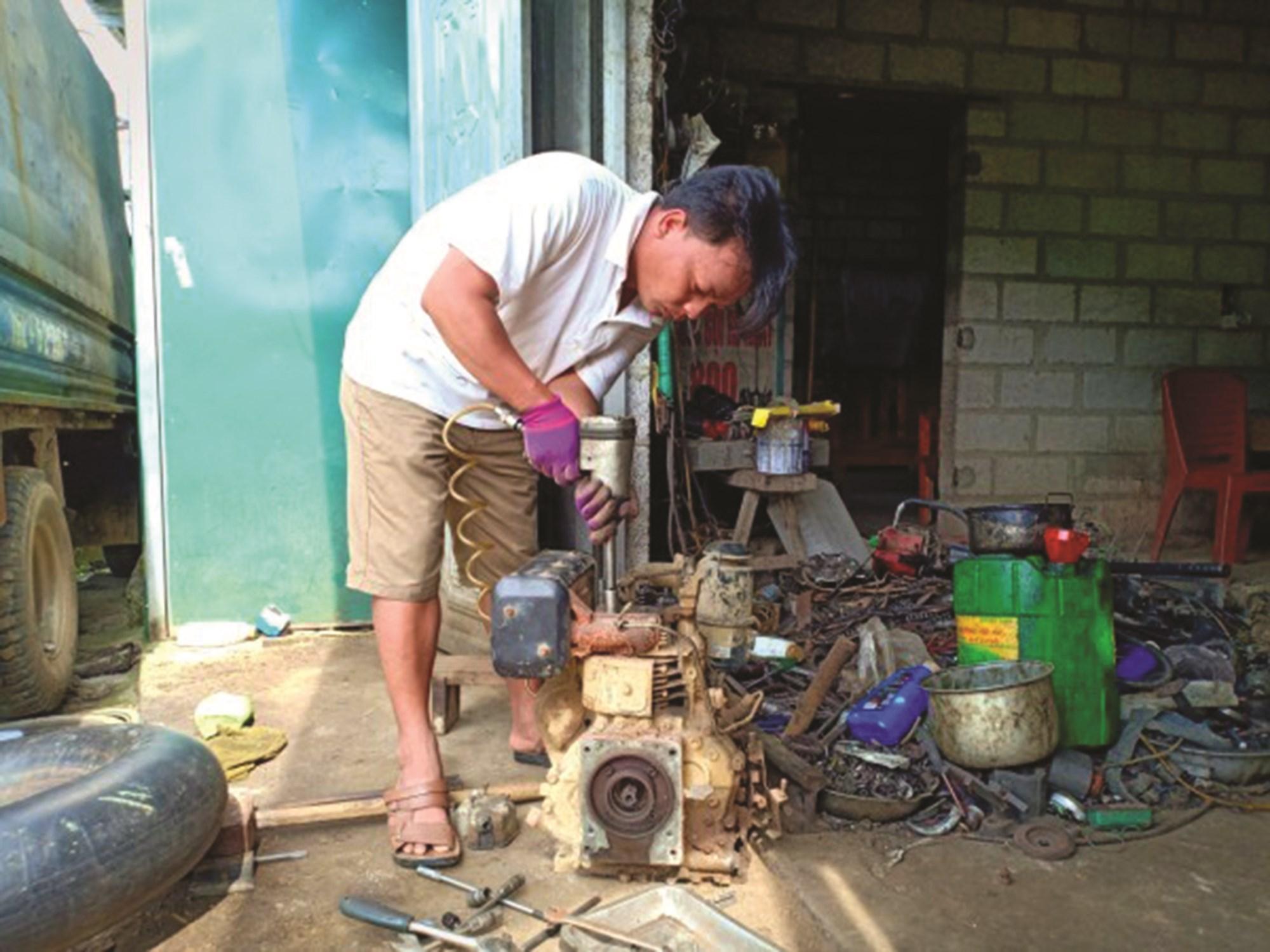Nghề sửa chữa máy nông nghiệp là hướng đi tiềm năng ở các địa phương miền núi.