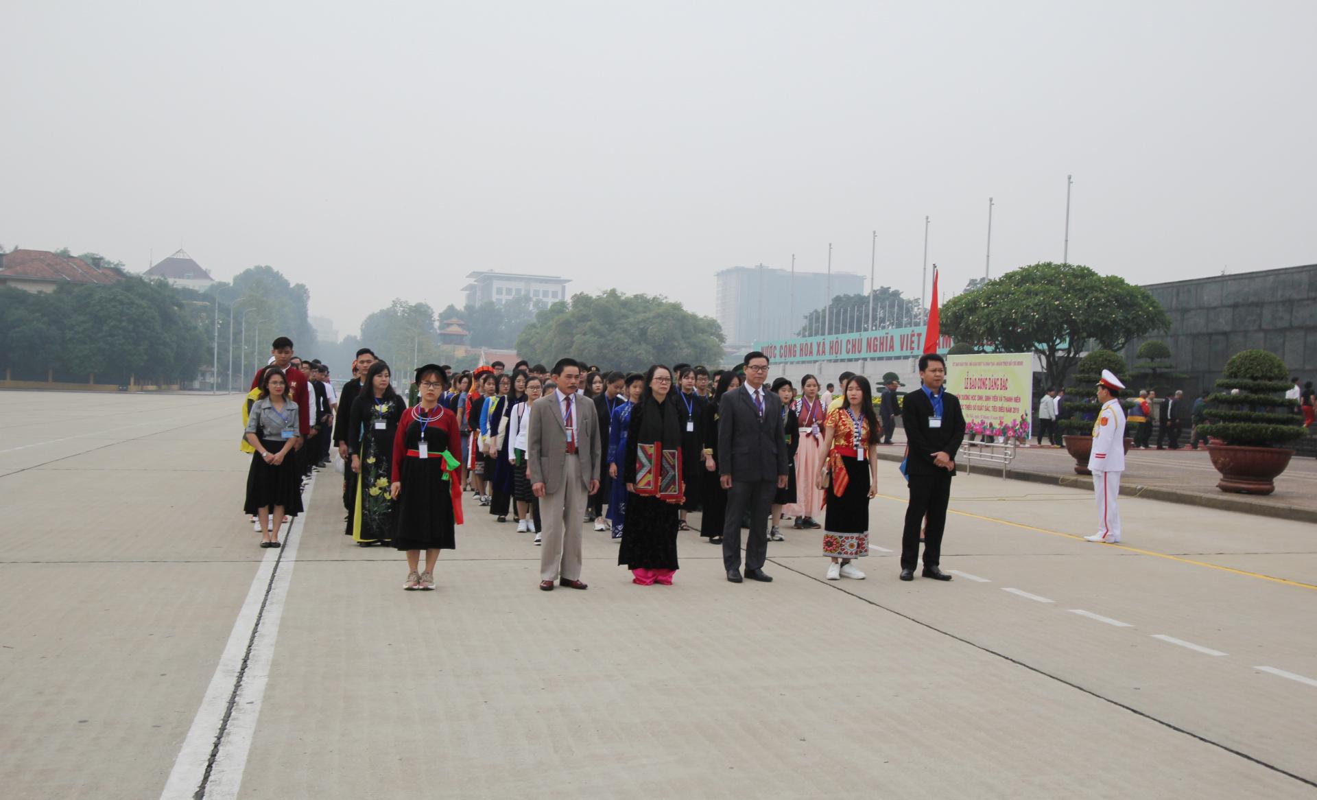 120 học sinh, sinh viên, thanh niên DTTS xuất sắc, tiêu biểu báo công dâng Bác 3