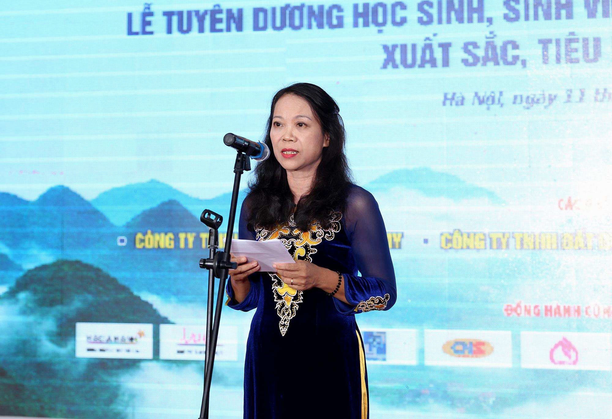 Thứ trưởng, Phó Chủ nhiệm Ủy ban Dân tộc Hoàng Thị Hạnh phát biểu tại Đêm Gala