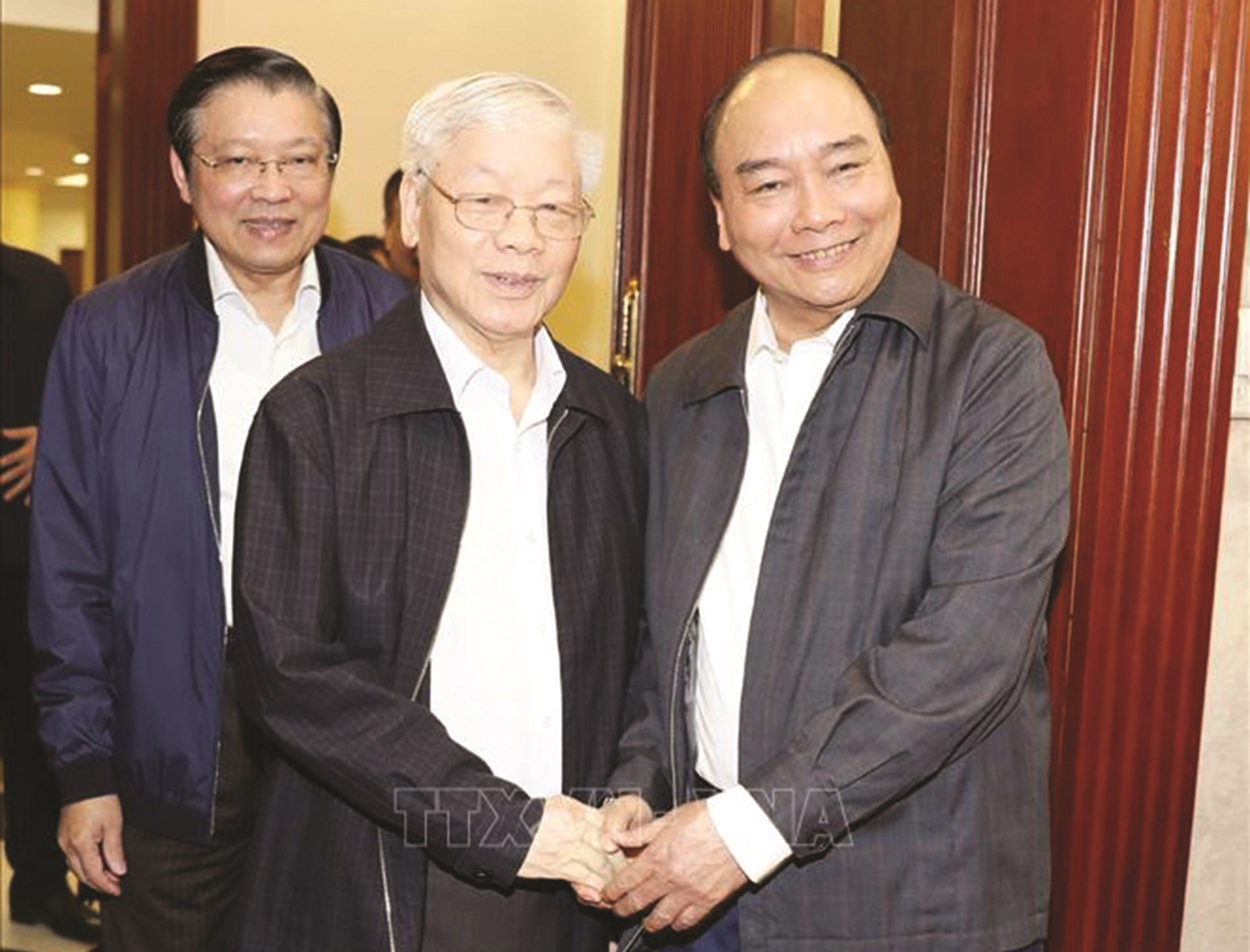 Tổng Bí thư, Chủ tịch nước Nguyễn Phú Trọng và Thủ tướng Nguyễn Xuân Phúc dự cuộc họp. Ảnh: Trí Dũng/TTXVN
