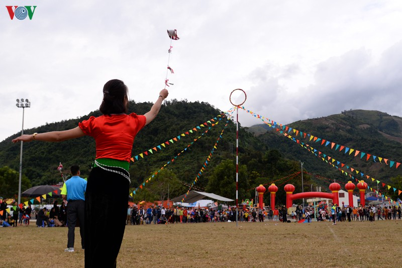 Một trong những hoạt động chính là hội ném còn đã thu hút đông đảo đồng bào các dân tộc tới vui chơi, thưởng ngoạn
