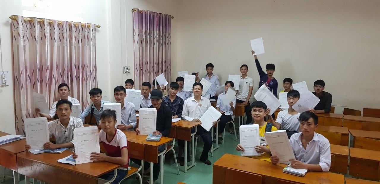 Lao động người DTTS đăng ký học nghề và làm việc tại TKV