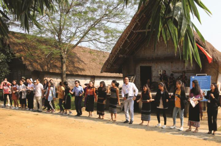 Đoàn học sinh, sinh viên, thanh niên DTTS xuất sắc, tiêu biểu năm 2019 giao lưu tại Làng văn hóa du lịch các dân tộc Việt Nam