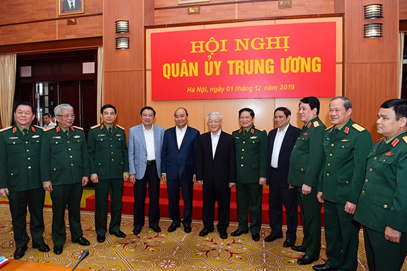 Tổng Bí thư, Chủ tịch nước Nguyễn Phú Trọng, Bí thư Quân ủy Trung ương và Thủ tướng Nguyễn Xuân Phúc với các đại biểu dự Hội nghị. Ảnh: QĐND