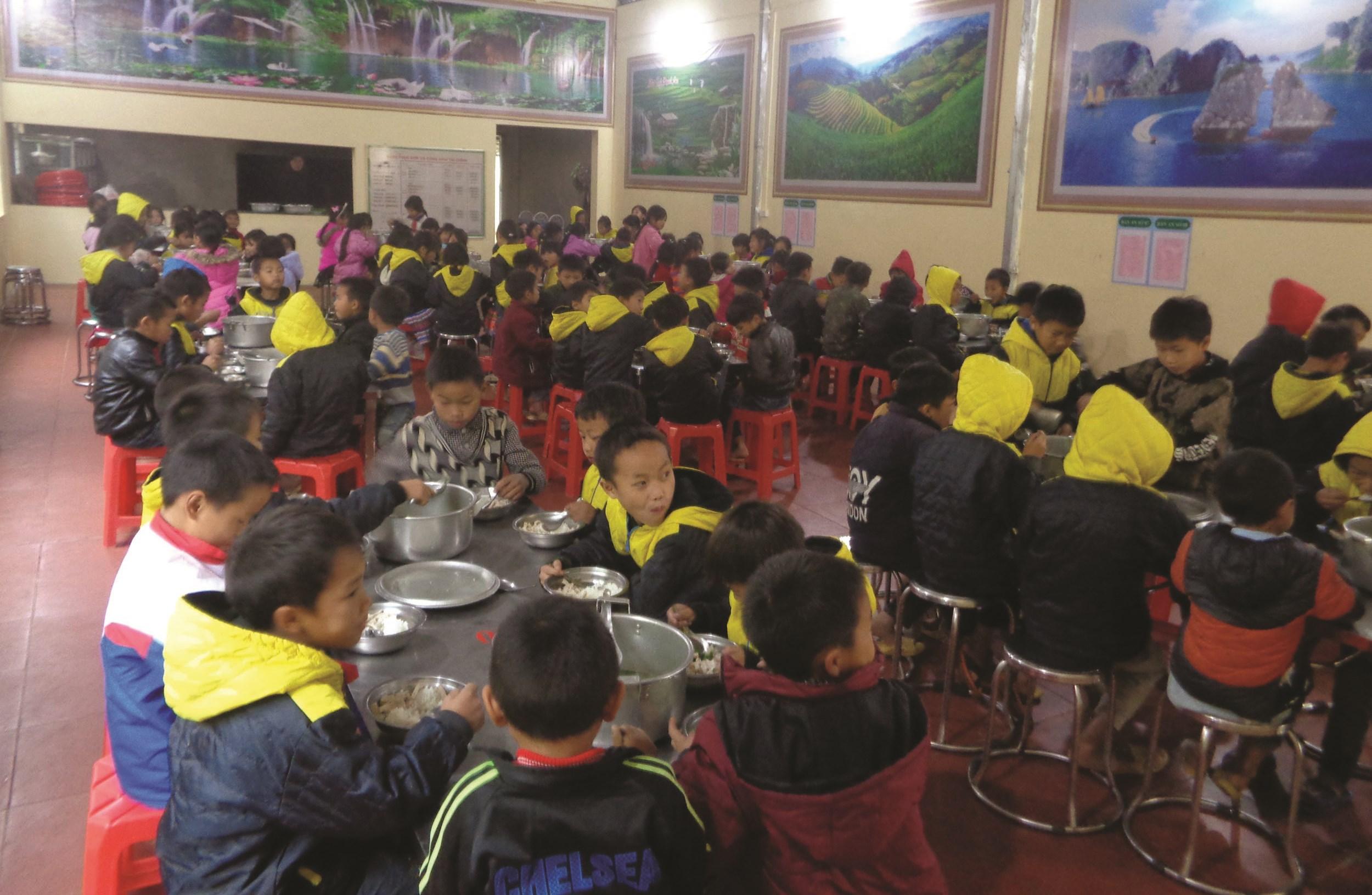 Các bữa ăn đảm bảo an toàn thực phẩm, luôn ấm nóng cho trẻ trong mùa Đông