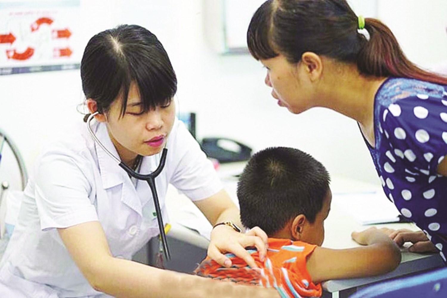 Theo các chuyên gia y tế, tiêm vắc xin là biện pháp quan trọng để phòng chống một số dịch bệnh nguy hiểm