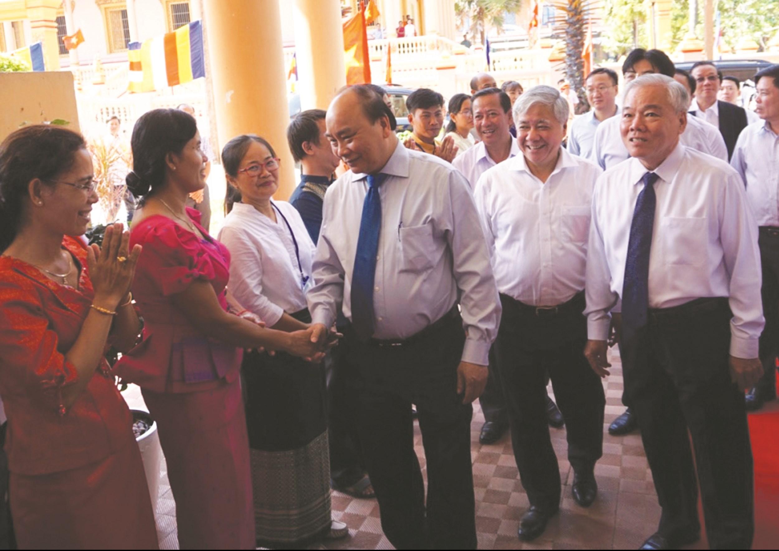 Thủ tướng Chính phủ Nguyễn Xuân Phúc, Bộ trưởng, Chủ nhiệm UBDT Đỗ VănChiến đến thăm Trường Dân tộc Nội trú tỉnh Sóc Trăng nhân dịp Tết Chôl Chnăm Thmây 2019
