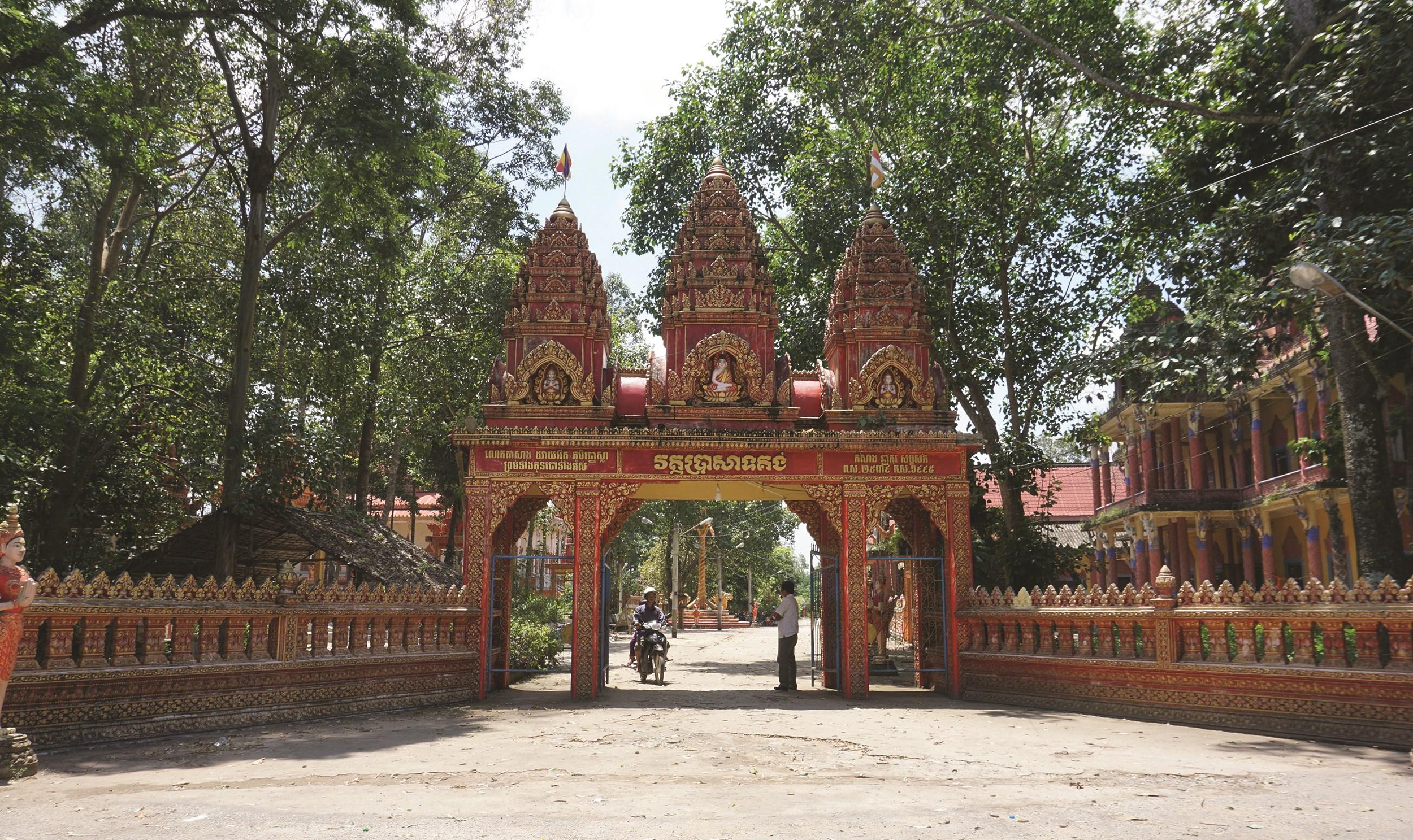 Các chùa Khmer trên địa bàn được trùng tu khang trang đáp ứng nguyện vọng của đa số đồng bào
