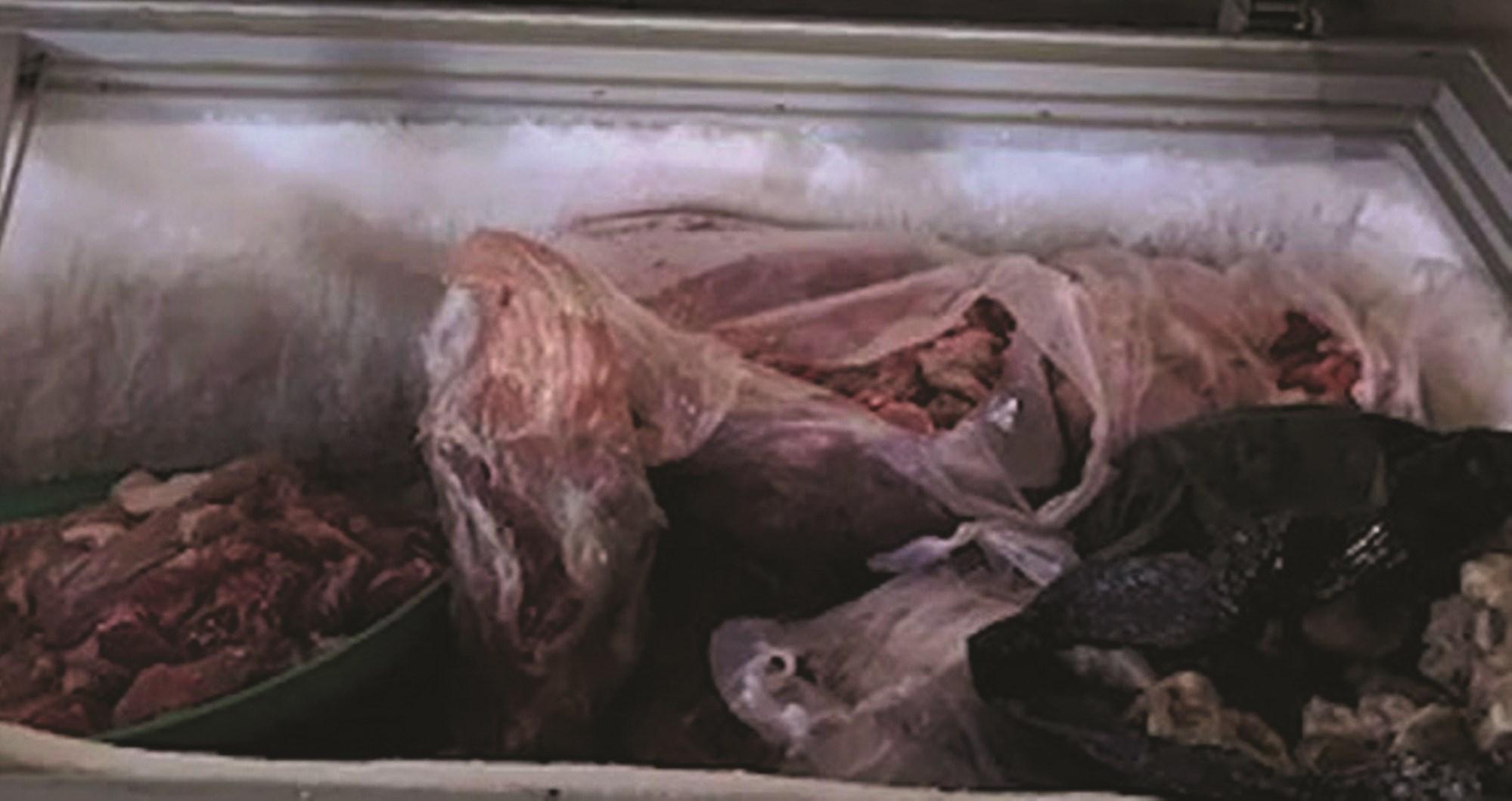 Một lượng lớn thịt nhiễm bệnh đang chuẩn bị được ông Tân đưa ra bán.