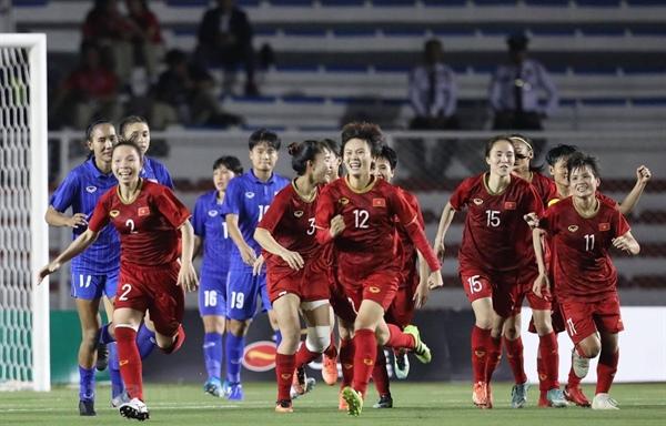 Niềm vui của các cô gái quả cảm. Ảnh: Vietnam Plus
