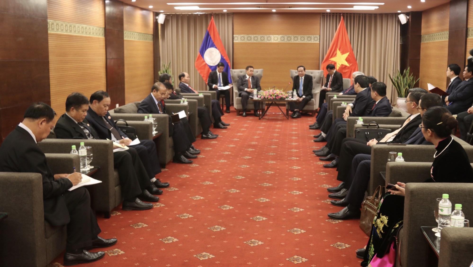 Chủ tịch Ủy ban Trung ương MTTQ Việt Nam Trần Thanh Mẫn, Bộ trưởng, Chủ nhiệm UBDT Đỗ Văn Chiến tiếp Đoàn Chủ tịch Ủy ban Trung ương Mặt trận Lào xây dựng đất nước