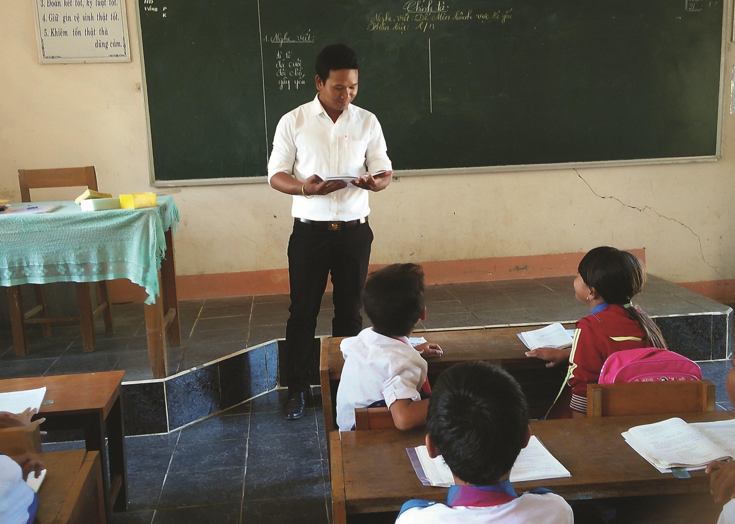Thầy giáo Y Giêng và các học trò