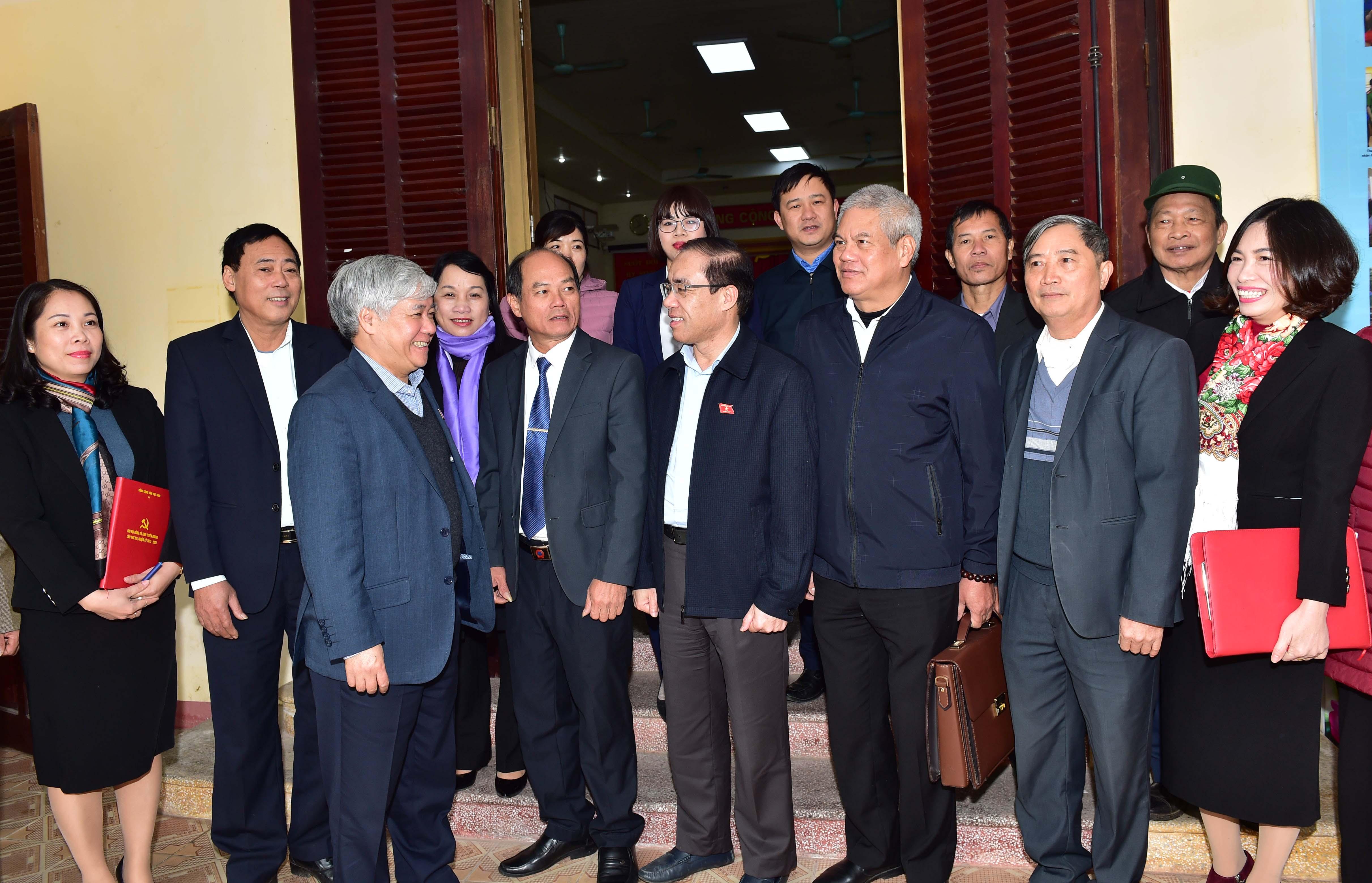 Đoàn ĐBQH tỉnh Tuyên Quang trao đổi, trò chuyện với cử tri huyện Sơn Dương