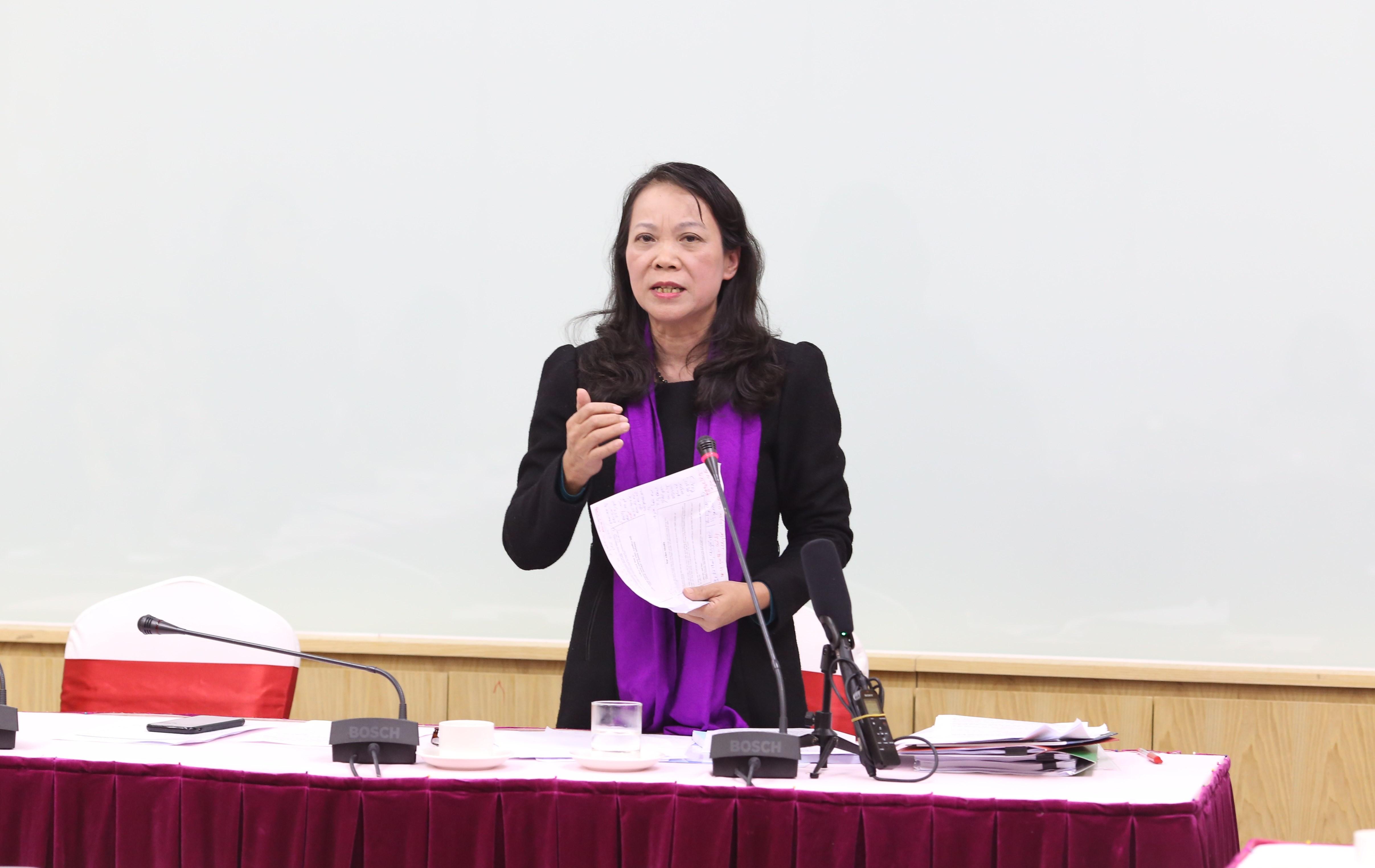 Thứ trưởng, Phó Chủ nhiệm UBDT Hoàng Thị Hạnh phát biểu tại Hội thảo
