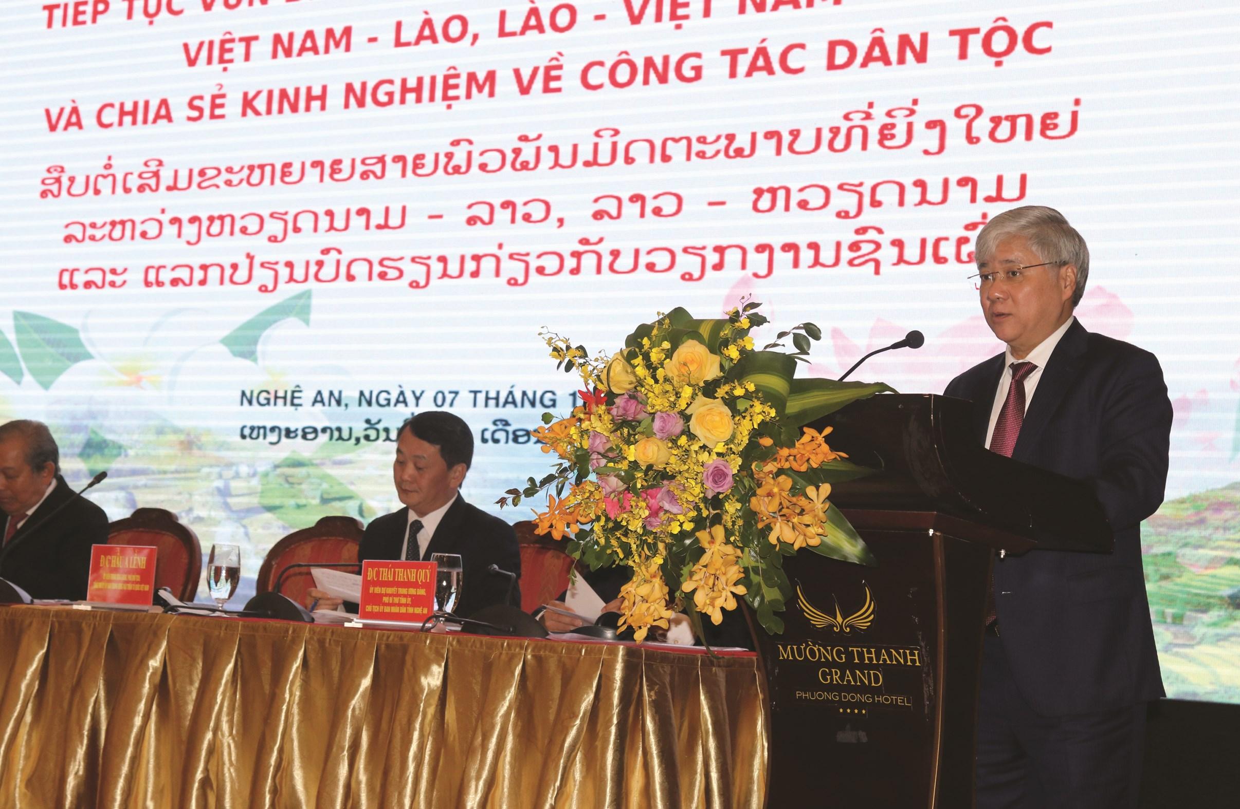Bộ trưởng, Chủ nhiệm UBDT Đỗ Văn Chiến phát biểu tại Hội thảo