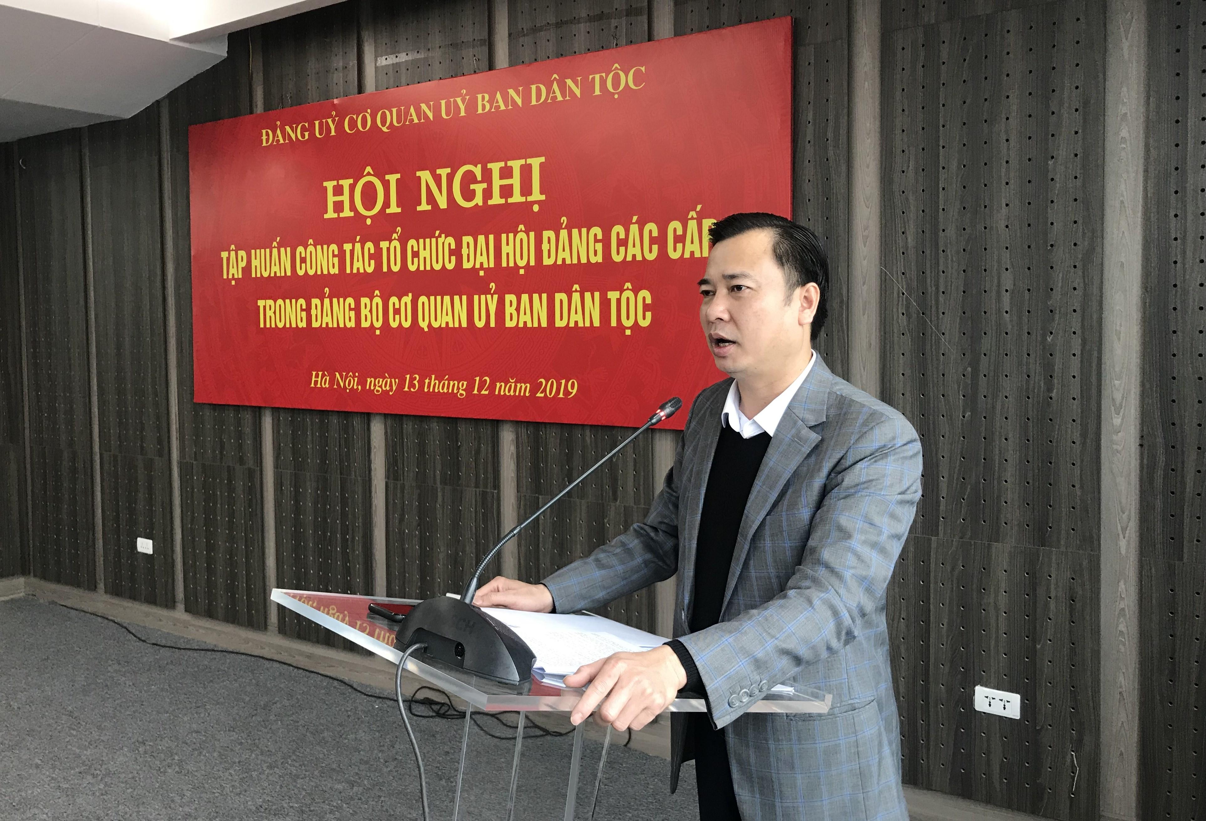 Đồng chí Đinh Xuân Tùng, Trưởng ban Tổ chức, Đảng ủy Khối các cơ quan Trung ương hướng dẫn các bước tổ chức Đại hội Đảng các cấp