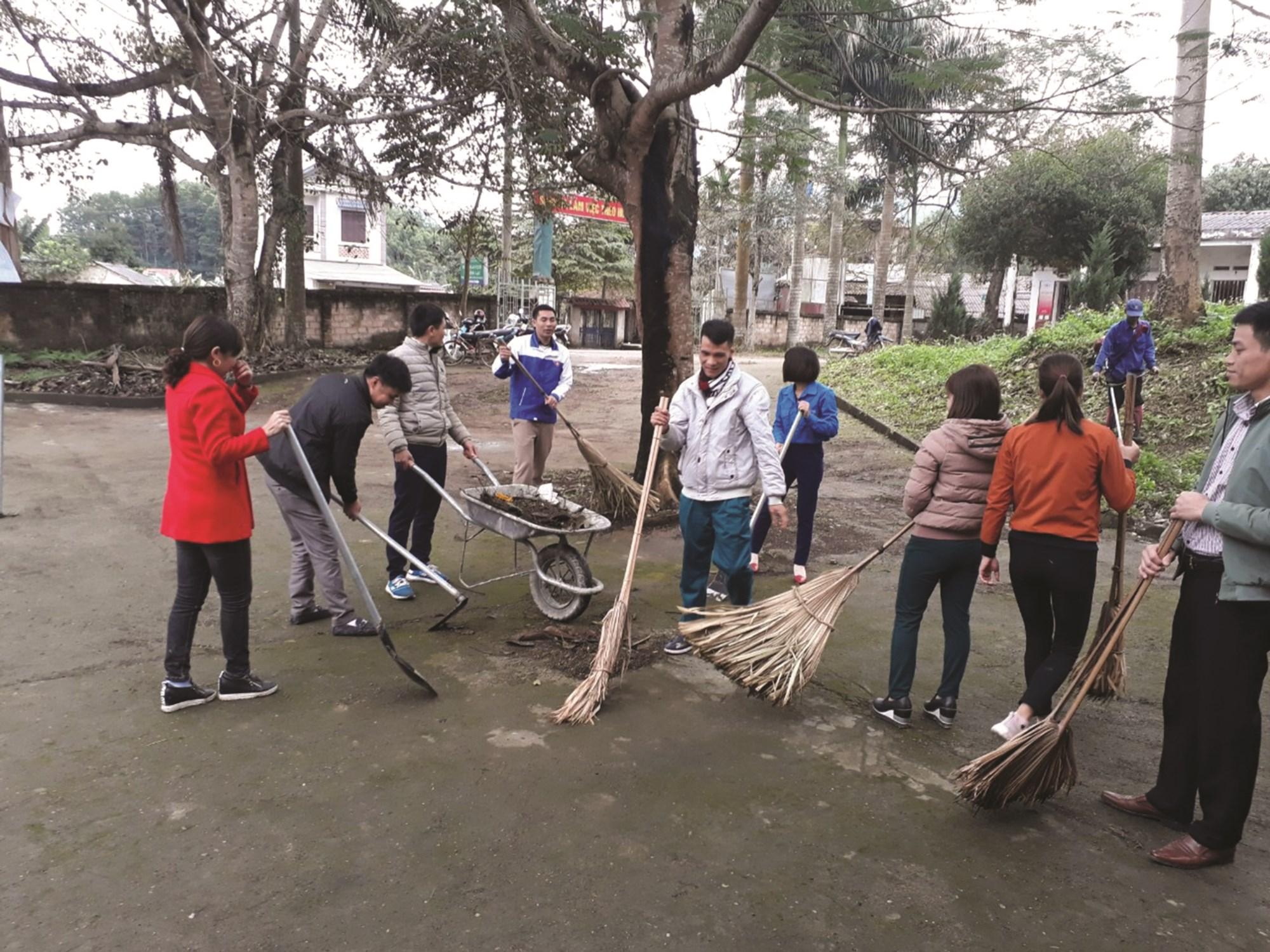 Thanh niên DTTS xã Đồng Lạc, huyện Yên Lập (Phú Thọ) tham gia hoạt động vì cộng đồng.