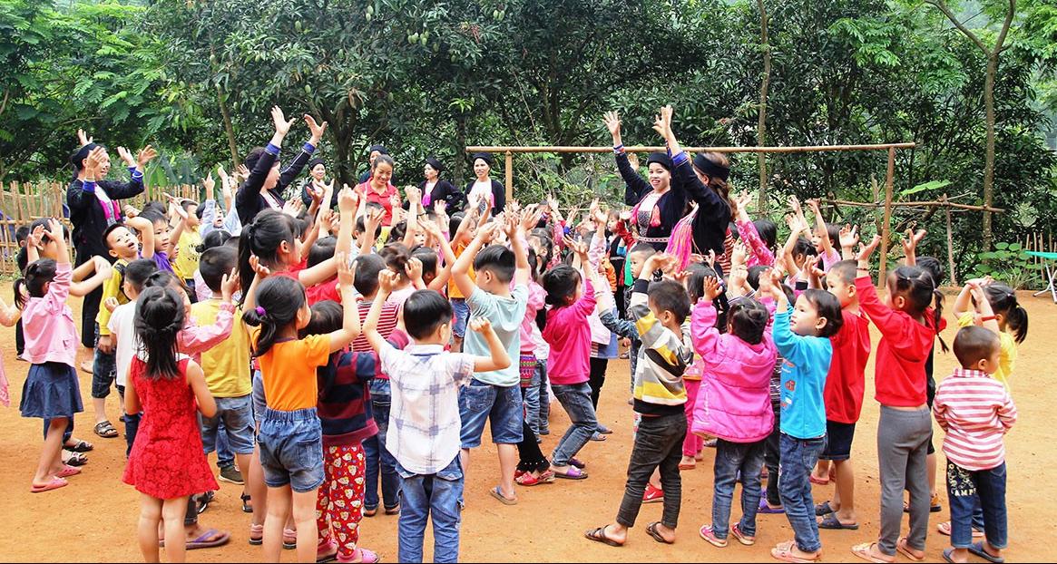 Giáo dục kỹ năng giao tiếp giúp các em học sinh tự tin hơn