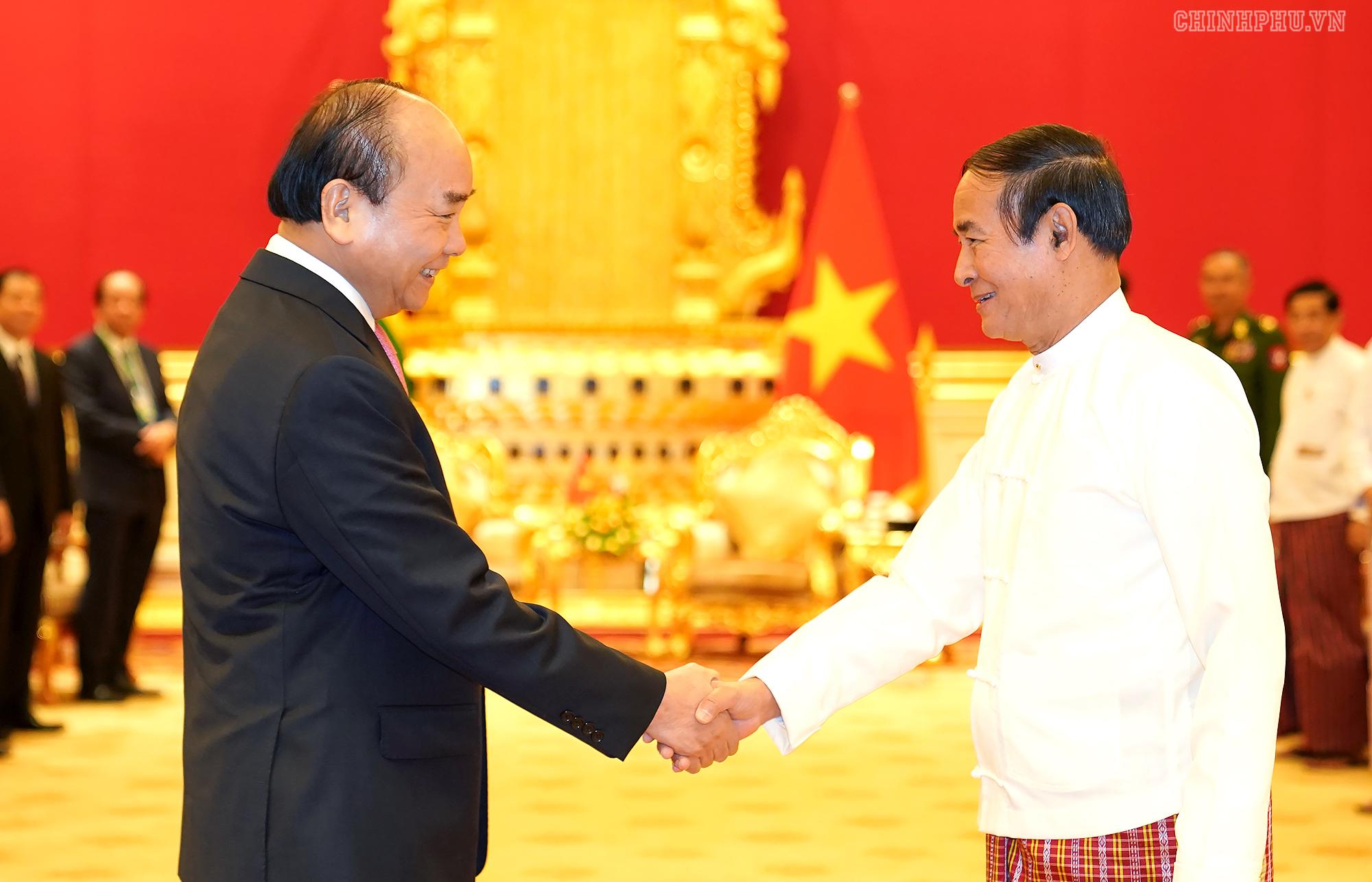 Thủ tướng Nguyễn Xuân Phúc hội kiến Tổng thống U Win Myint. Ảnh: VGP/Quang Hiếu