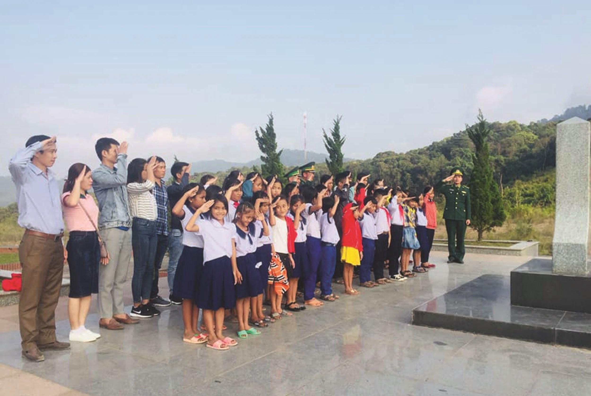 """""""Tiết học biên giới"""" giúp các em học sinh hiểu được giá trị thiêng liêng của chủ quyền, lãnh thổ, biên giới quốc gia"""