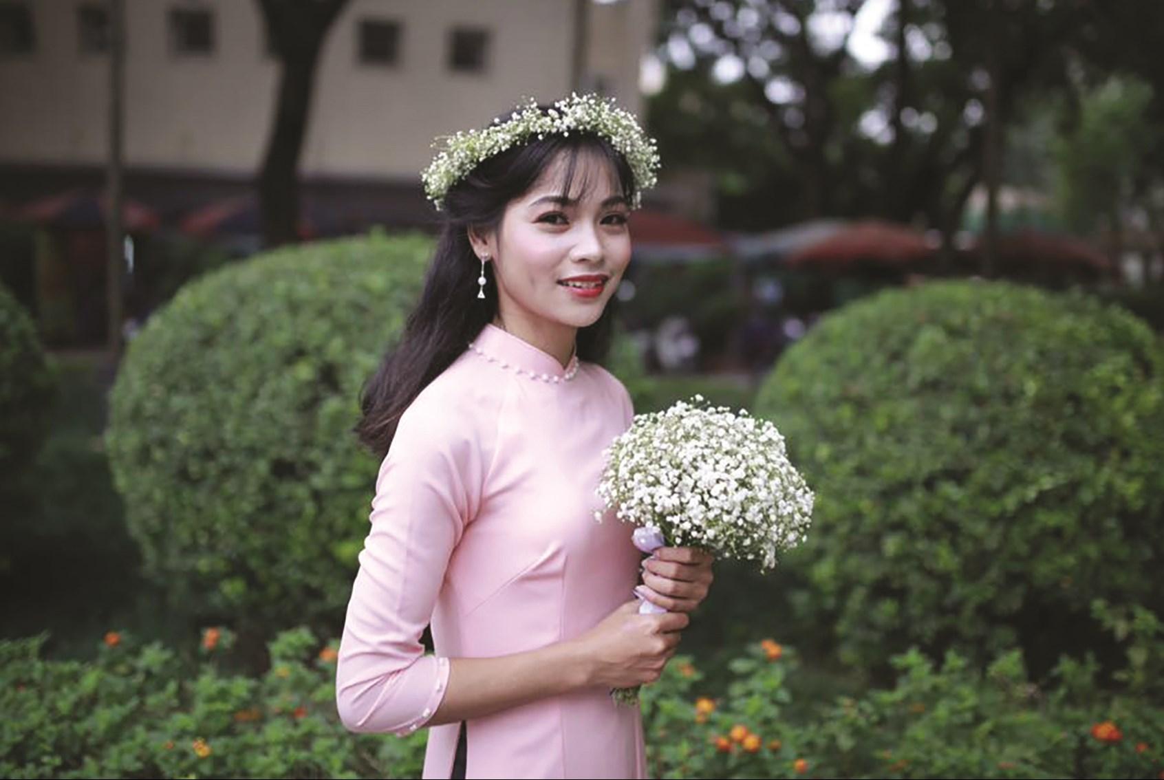 Hà Thanh Tâm rạng ngời trong ngày tốt nghiệp cử nhân