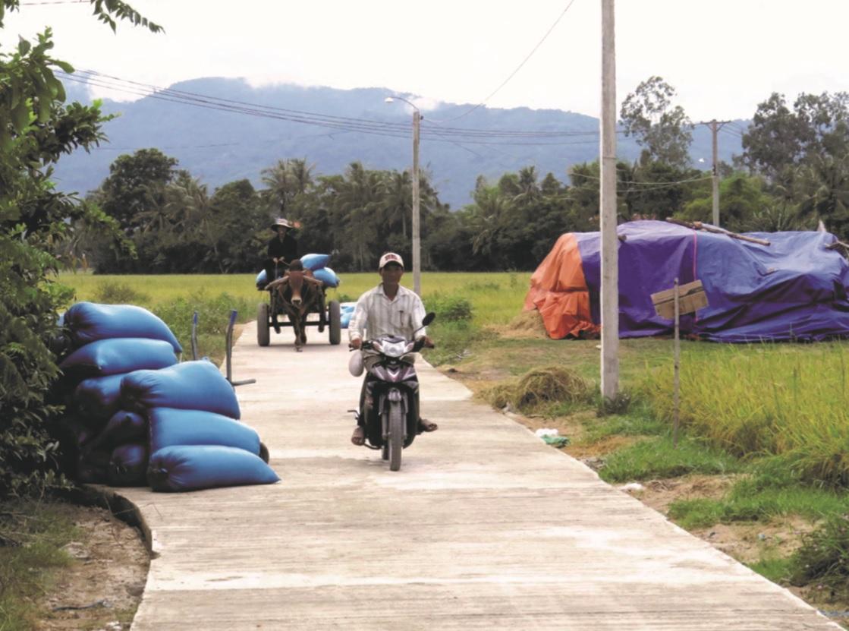 Nhiều tuyến đường ở miền núi Phú Yên được bê tông hóa,giúp việc đi lại của người dân thuận tiện hơn