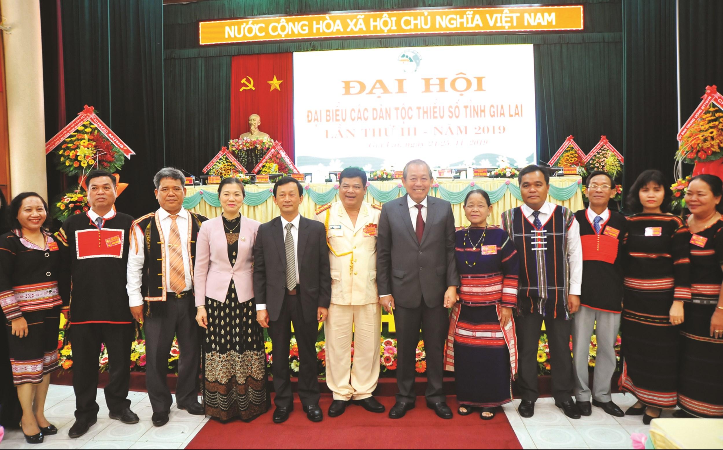 Phó Thủ tướng Thường trực Trương Hòa Bình chụp hình lưu niệm với các đại biểu tại Đại hội