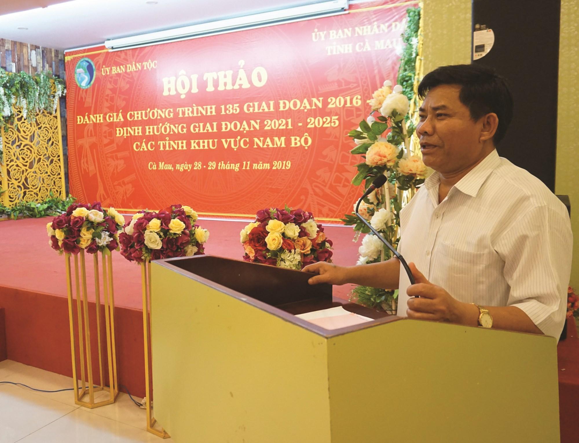 Thứ trưởng, Phó Chủ nhiệm UBDT Y Thông phát biểu tại Hội thảo.