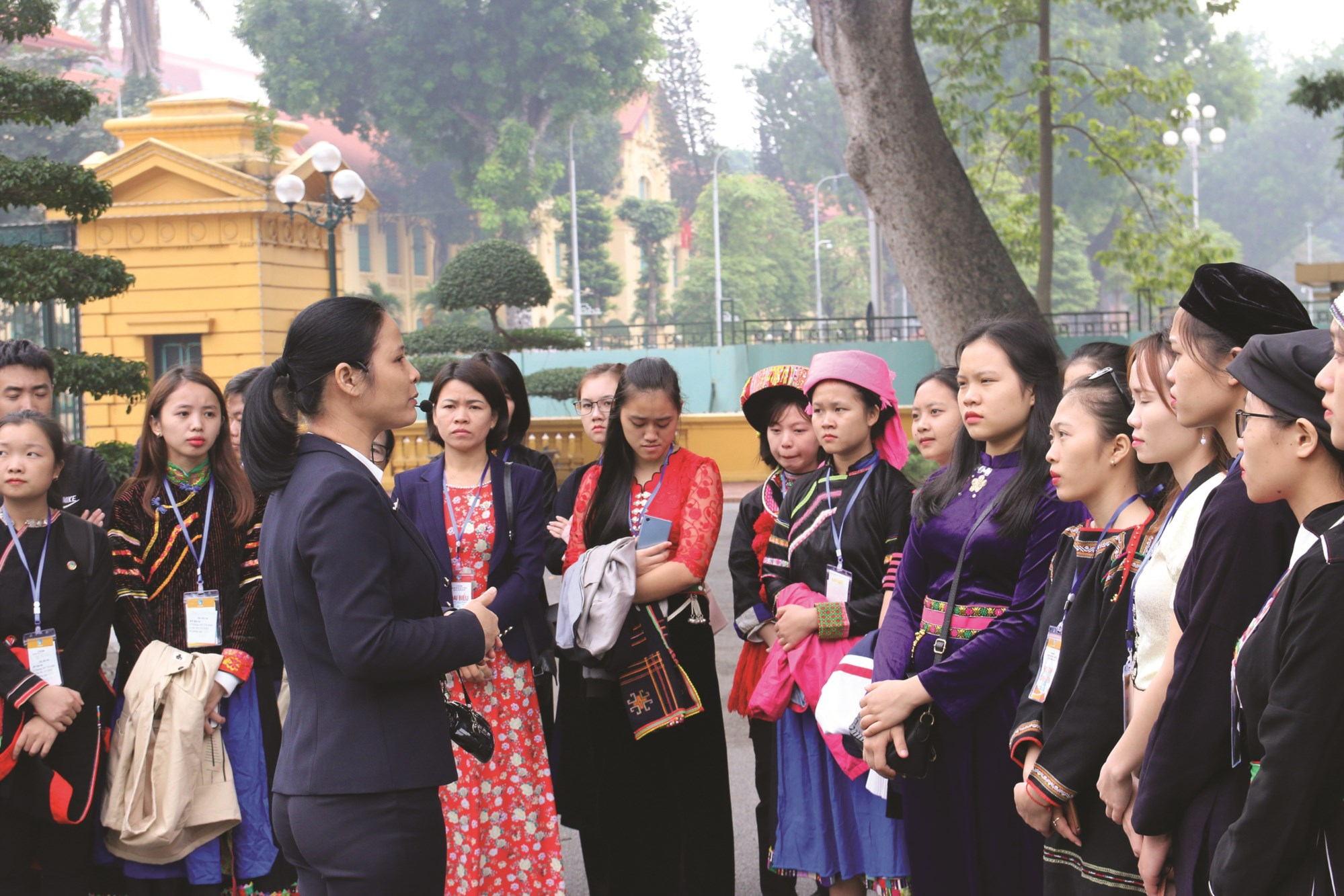 Các em học sinh, sinh viên DTTS xuất sắc, tiêu biểu tại Khu di tích Phủ Chủ tịch trong kỳ Tuyên dương năm 2018.