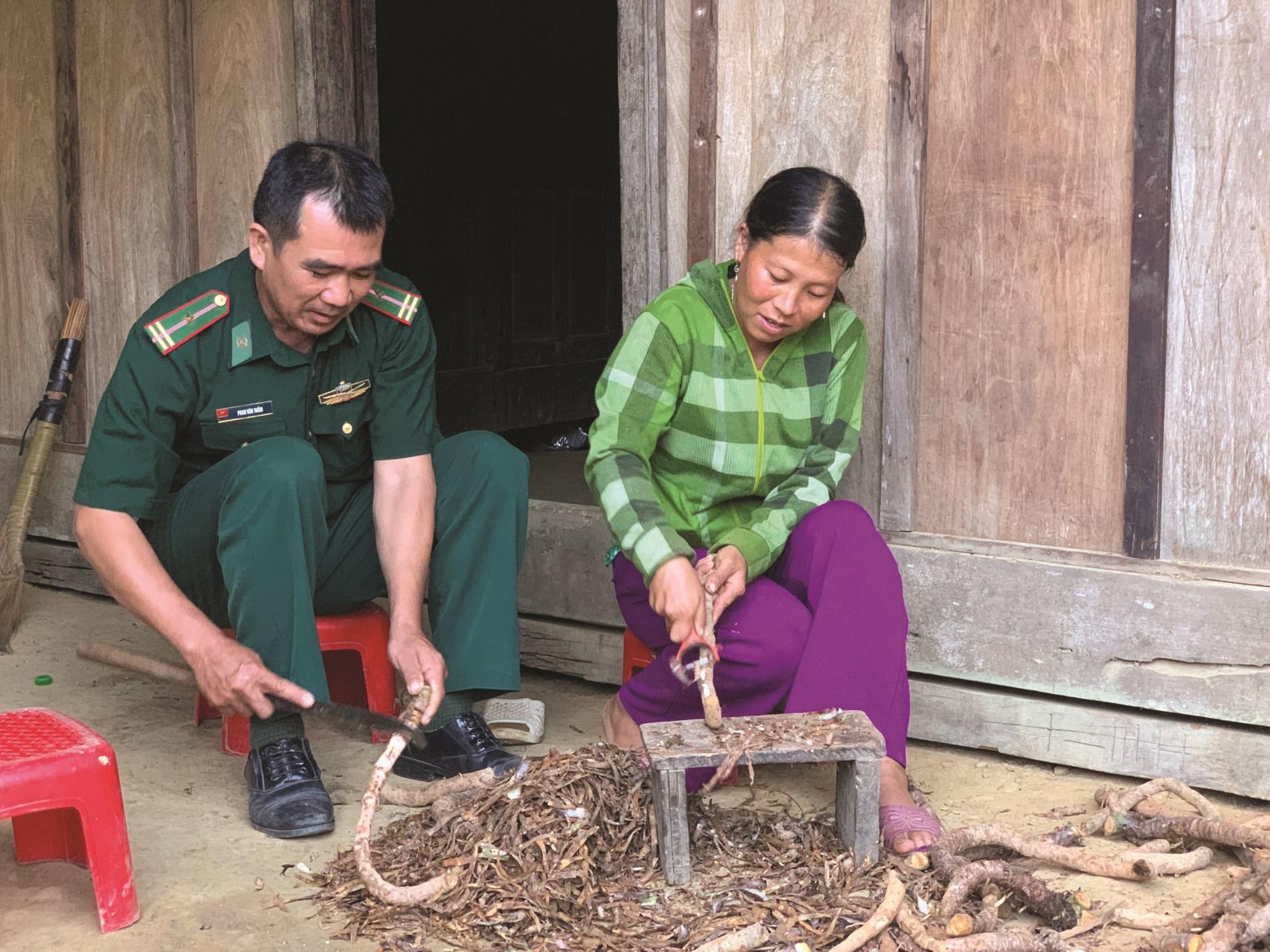 Chị Mùa Y Chò (bản Nậm Khiên, xã Nậm Càn, huyện Kỳ Sơn) nay không còn ý định di cư, yên tâm sinh sống tại quê cũ.