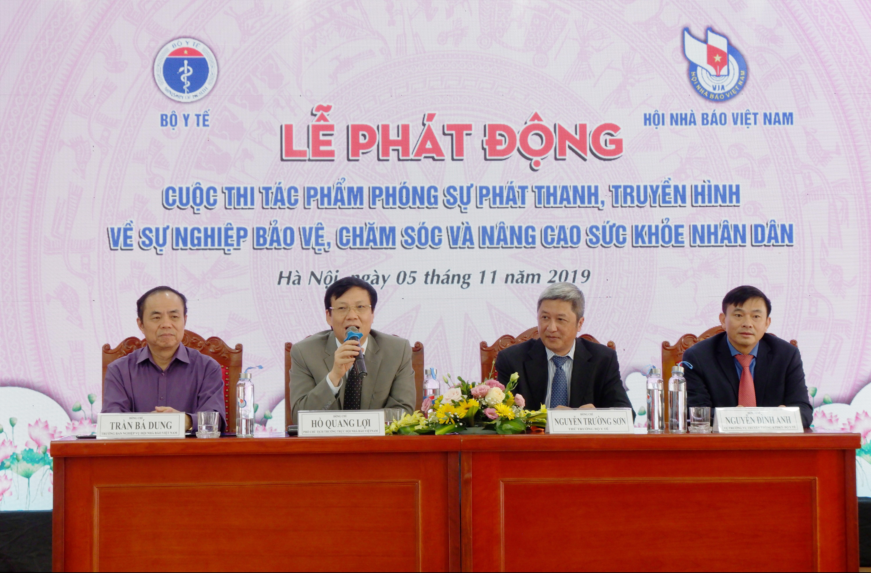 Ban tổ chức cuộc thi trao đổi với các cơ quan báo chí