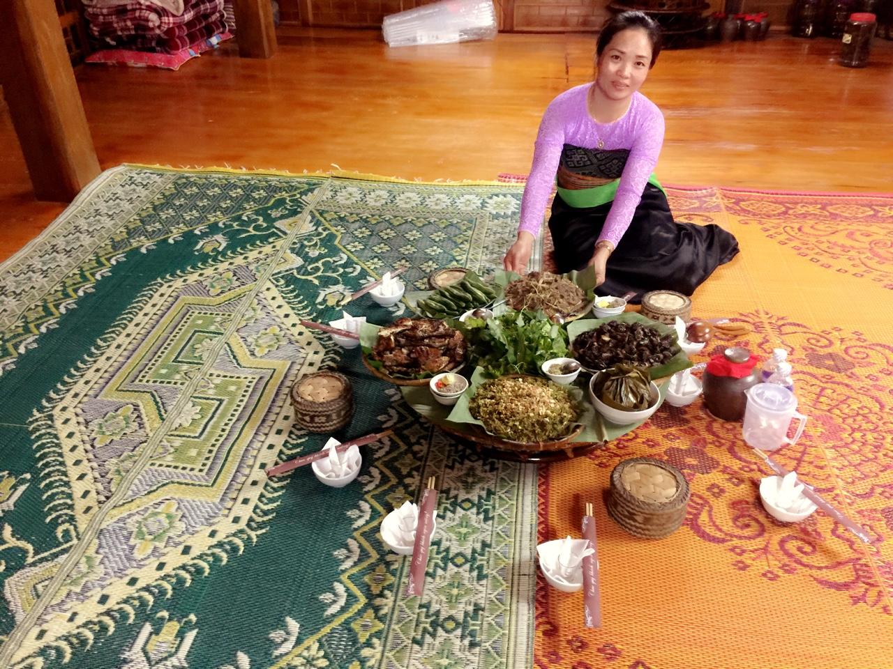 Những món ăn dân tộc truyền thống luôn được chị Nhung cầu kỳ trong chế biến và trình bày
