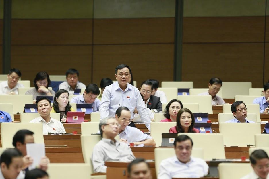 Đại biểu Quốc hội chất vấn các thành viên Chính phủ.