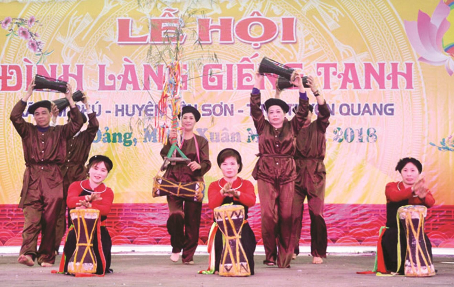 Điệu múa pâng loóng của người Cao Lan xã Kim Phú, huyện Yên Sơn (Tuyên Quang).