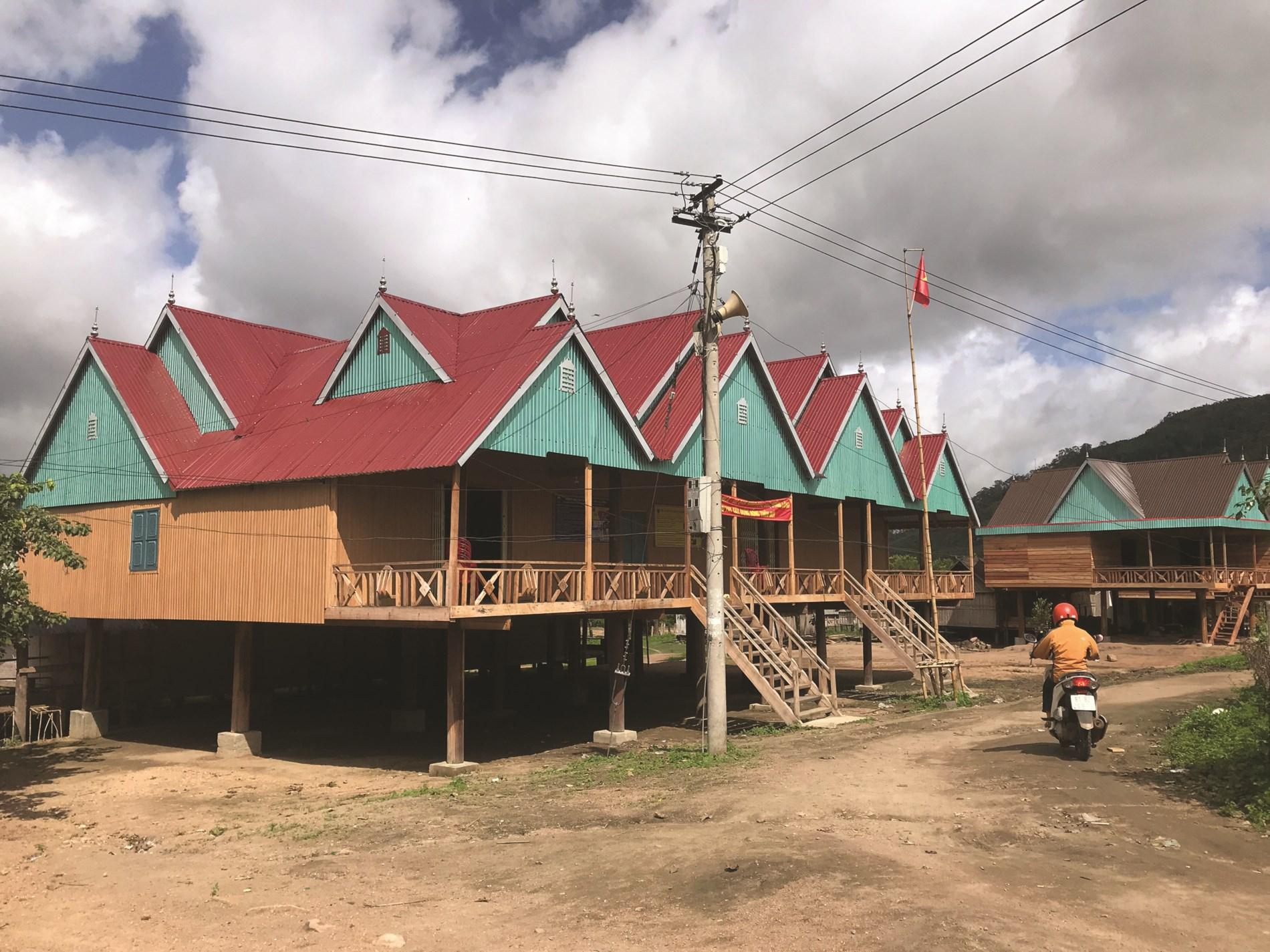 Nhà rông theo kiến trúc của người Jrai tại làng Bla, xã Đăk Song.