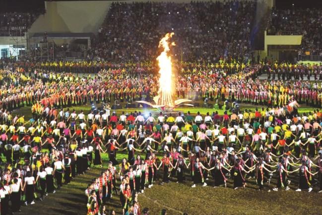 Vòng xòe của đồng bào dân tộc Thái tại Lễ hội Văn hóa, du lịch Mường Lò năm 2019, tỉnh Yên Bái (Ảnh TL).