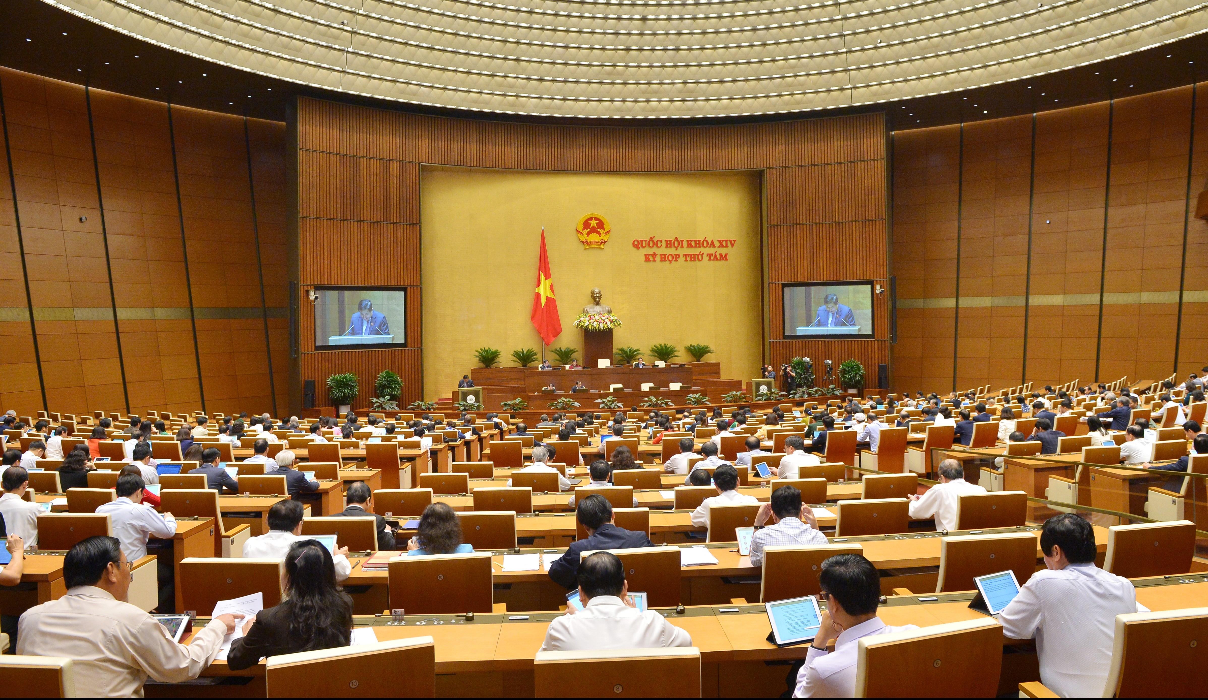 Đại biểu Quốc hội trong phiên làm việc ở Hội trường tại kỳ họp thứ 8, Quốc hội khóa XIV