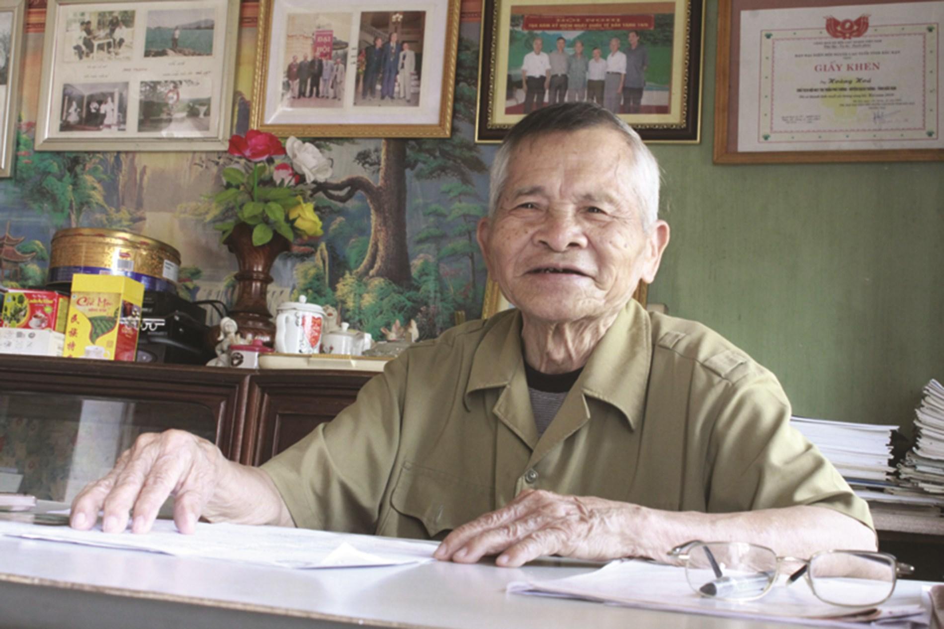 Dù đã 89 tuổi, Nghệ nhân Nhân dân Hoàng Hóa vẫn say sưa nói về công tác sưu tầm, giữ gìn văn hóa dân tộc