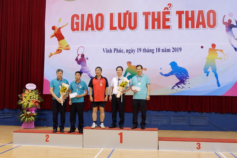 VĐV Đoàn UBDT nhận Huy Chương vàng nội dung đôi nam lãnh đạo bộ môn cầu long