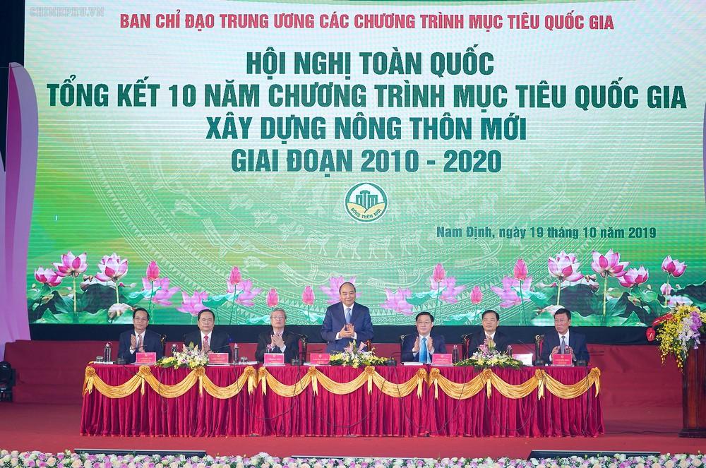 Thủ tướng Nguyễn Xuân Phúc Chủ trì Hội nghị.