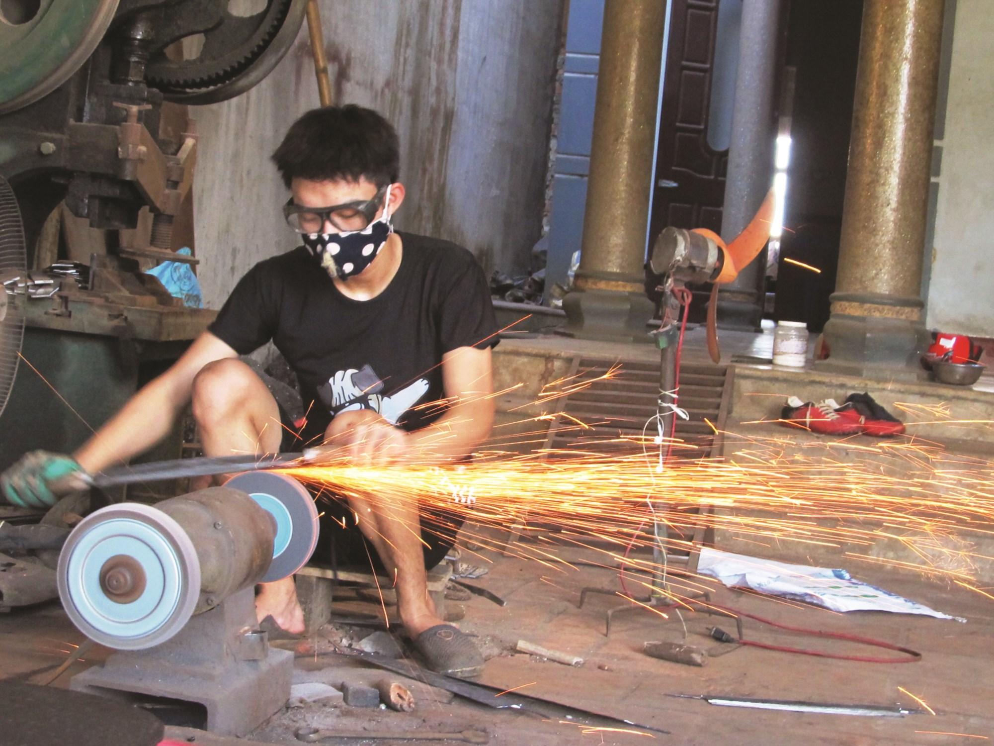 Làng nghề rèn cơ khí truyền thống ở xã Tiến Lộc được lưu truyền lâu đời.