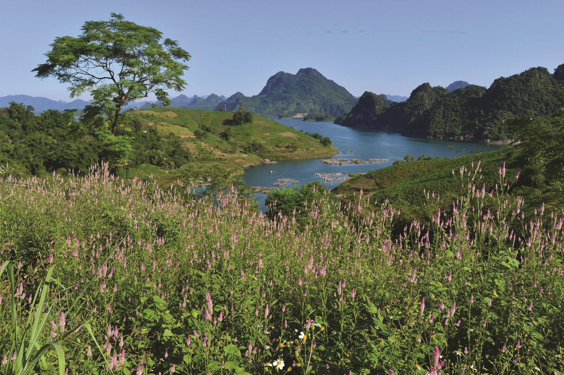 Cảnh sắc thiên nhiên hữu tình ở Đà Bắc.