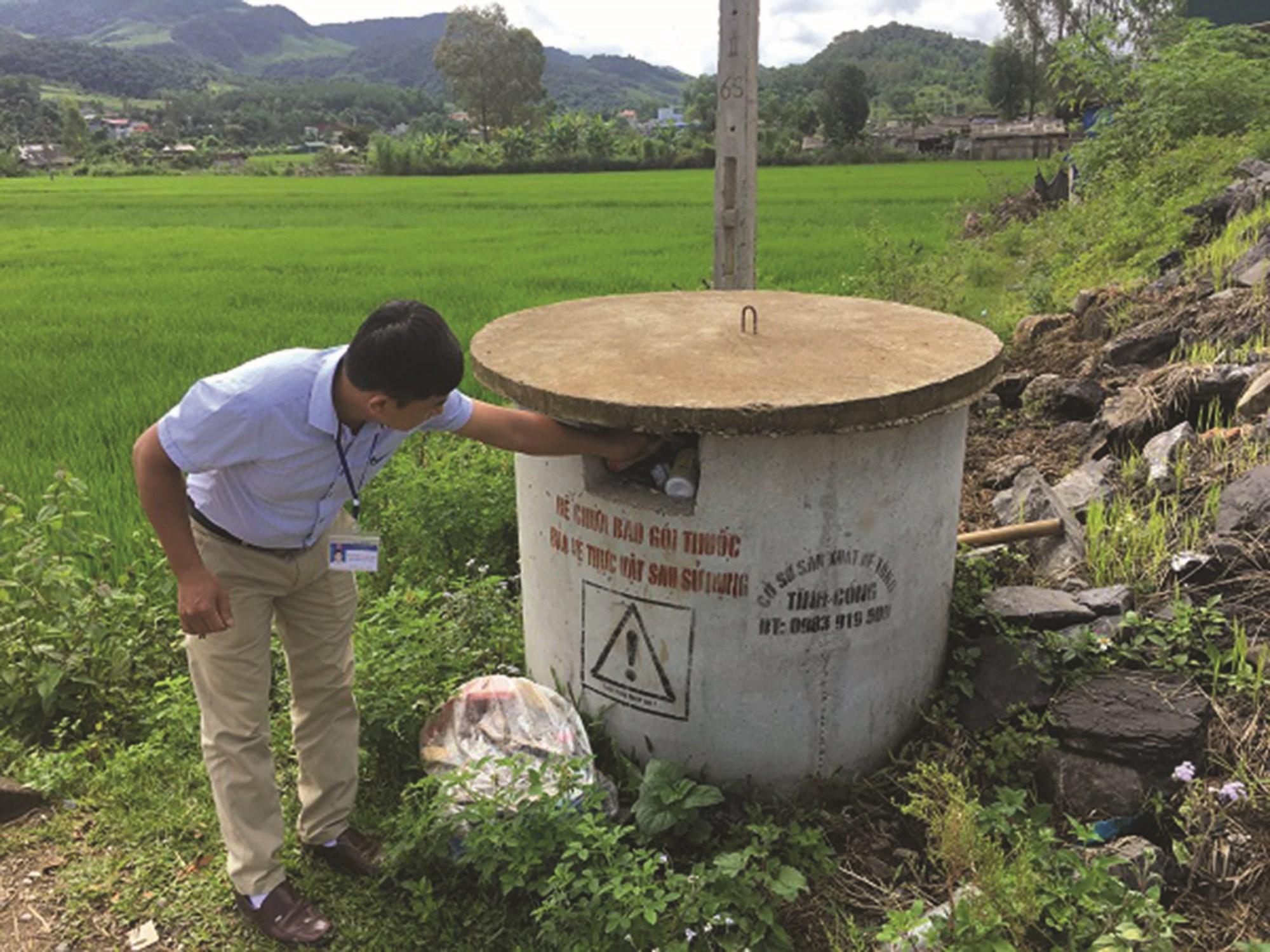 Toàn tỉnh Sơn La hiện có 965 bể chứa bao gói thuốc BVTV trên địa bàn 55 xã. Ảnh Internet