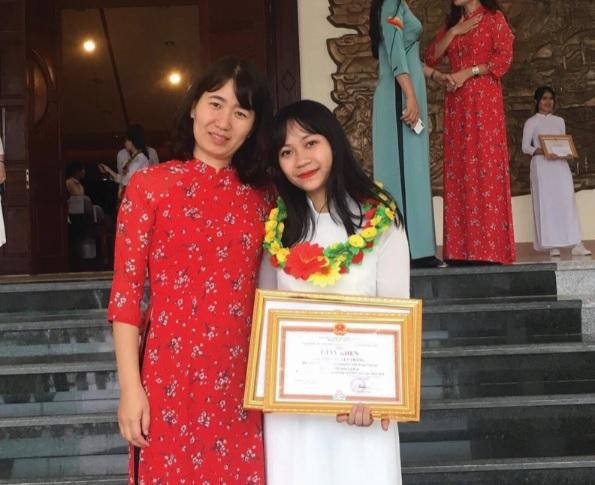 Em Triệu Huyền Trang nhận giải Nhì trong kỳ thi học sinh giỏi quốc gia năm 2019 môn Lịch sử.