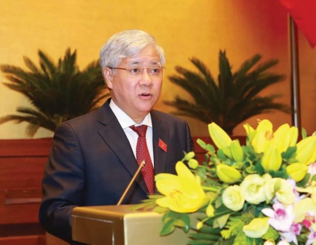 Thừa ủy quyền của Thủ tướng Chính phủ, Bộ trưởng, Chủ nhiệm Ủy ban Dân tộc Đỗ Văn Chiến trình bày tờ trình phê duyệt Đề án trước Quốc hội.