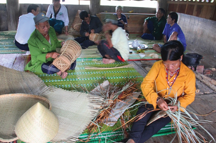 Phát triển sản phẩm mây tre đan của đồng bào dân tộc Cơ-tu theo hướng gia tăng chuỗi giá trị là hướng đi cần thiết.
