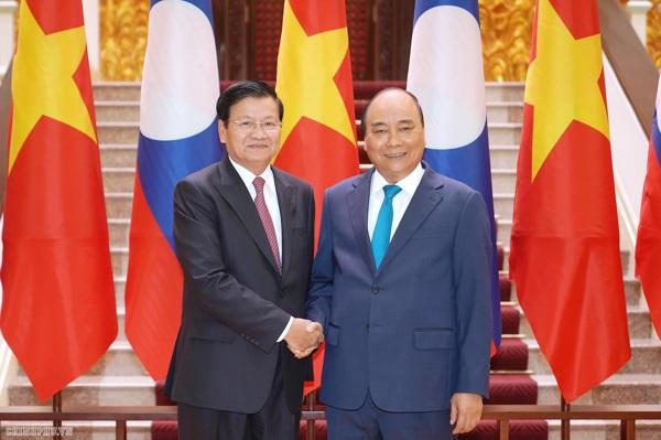 Thủ tướng Nguyễn Xuân Phúc và Thủ tướng Lào Thongloun Sisoulith tại trụ sở Chính phủ. Ảnh: Thống Nhất/TTXVN