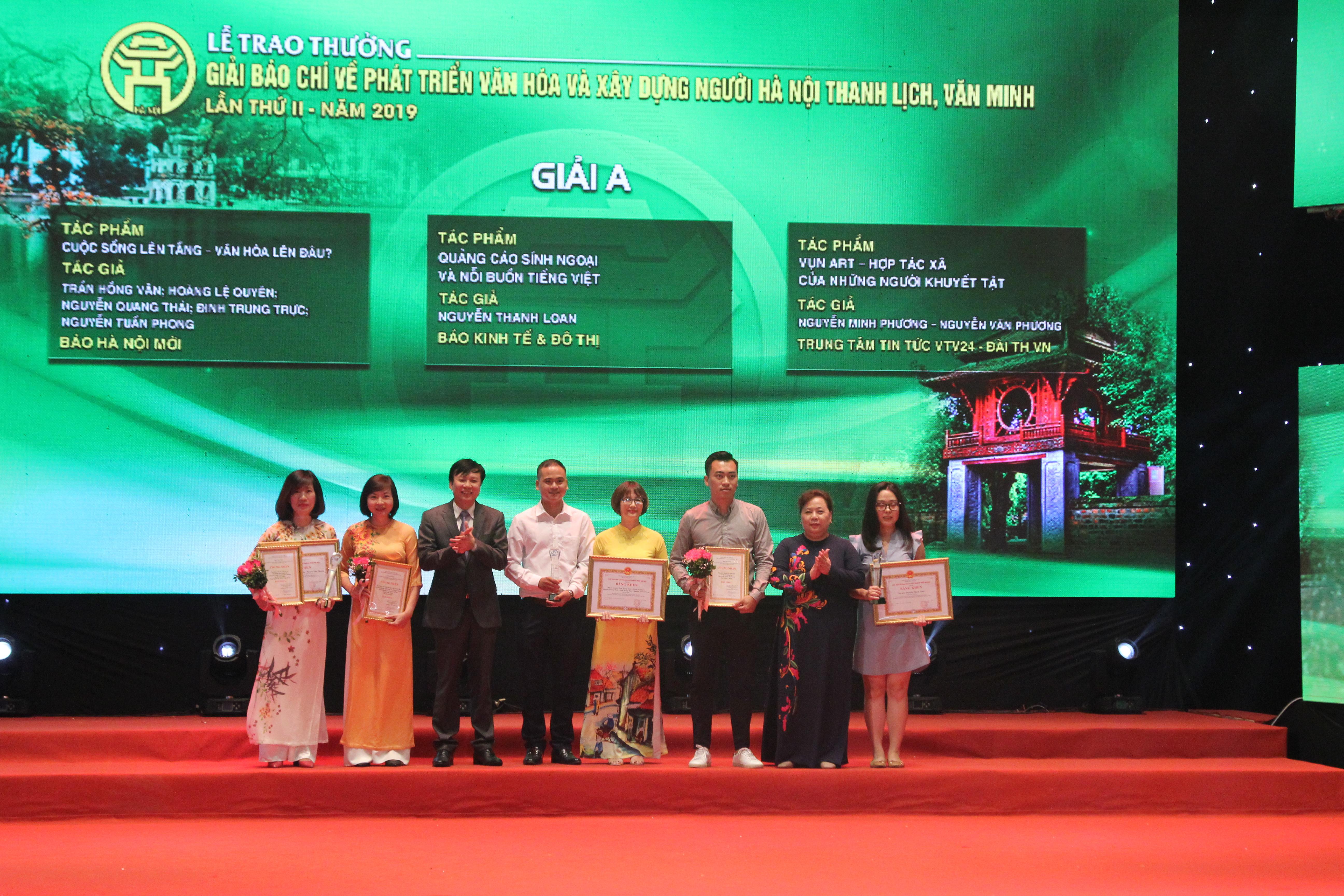 Các tác giải đoạt giải A về phát triển văn hóa và xây dựng người Hà Nội thanh lịch văn minh